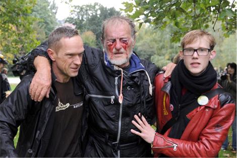 Quelle Spiegel Online - Stuttgart 21: Wasserwerfer gegen Demonstranten30.09.2010