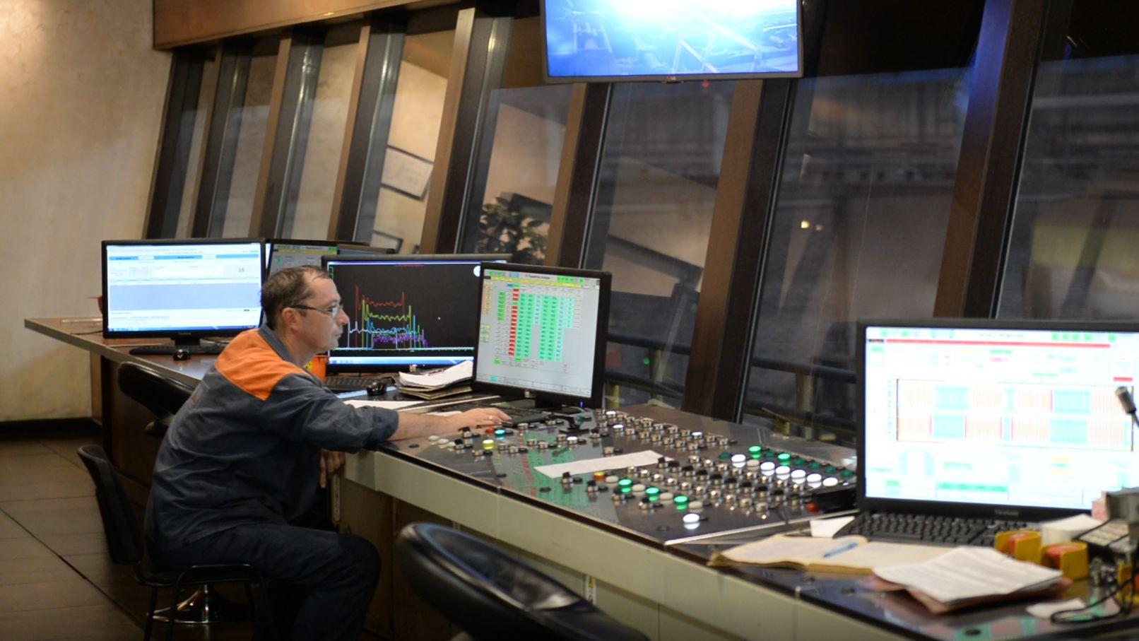 Leitzentrale des Röhrenwalzwerkes