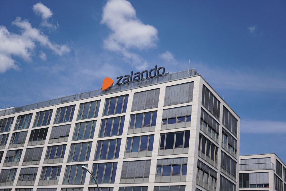 Jeder ein Kollegenschwein. Wie Zalando seine Beschäftigten per Algorithmus zu Petzen, Neidern und Intriganten machen will.